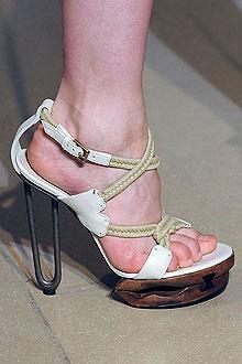 Классический мокасин Данный мокасин предполагает гладкую кожаную обувь, разбавленную модными обувями, или же наоборот...