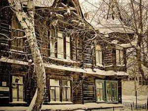 В результате пожара в доме на Тверской сгорели крыша и тамбур