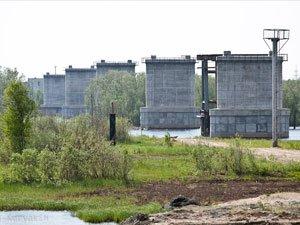 Строительство моста через реку Вах возобновится