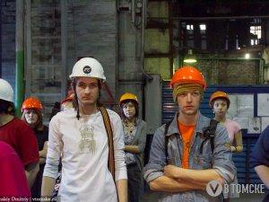 Поэтическое шоу на заводе, в трамвае, в тюрьме... (фото, видео)