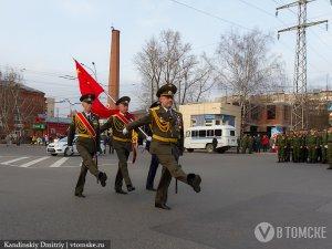 Депутаты предложили вывешивать 9 мая копию Знамени Победы на всех учреждениях