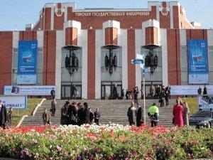 На сцене БКЗ — звезды московских театров и кино. И даже Boney M!